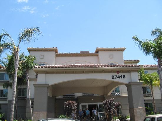 Fairfield Inn & Suites Temecula: Driveway.