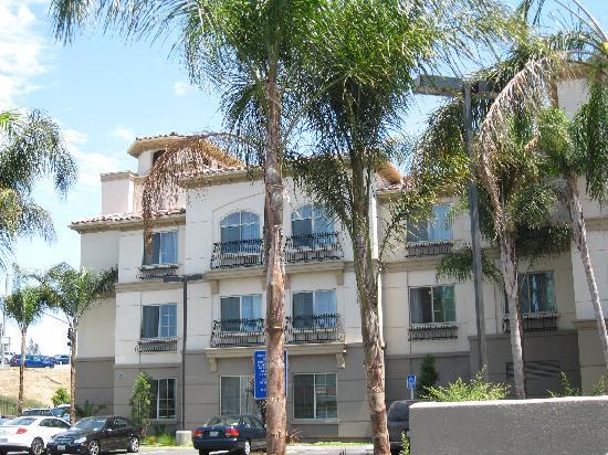 Fairfield Inn & Suites Temecula: Building.