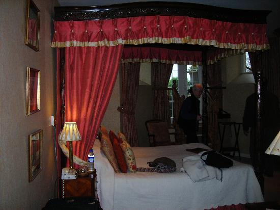 Apsley House Hotel: The Garden Room