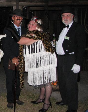Amamoor Lodge: The showgirl, detective & butler