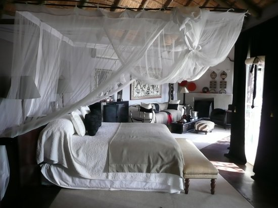 Chitwa Chitwa Private Game Reserve: Honeymoon suite - lovely exterior but just don't look close