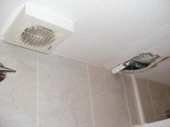 Aparthotel Royal Inn: suciedad y agujeros en el techo