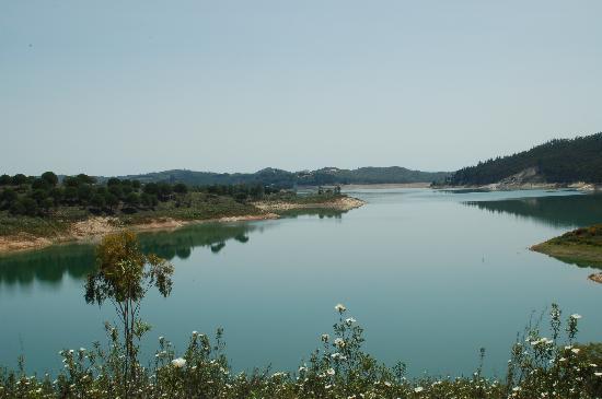 Quinta do Barranco da Estrada: the lake