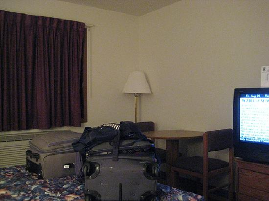Super 8 Front Royal: our room.