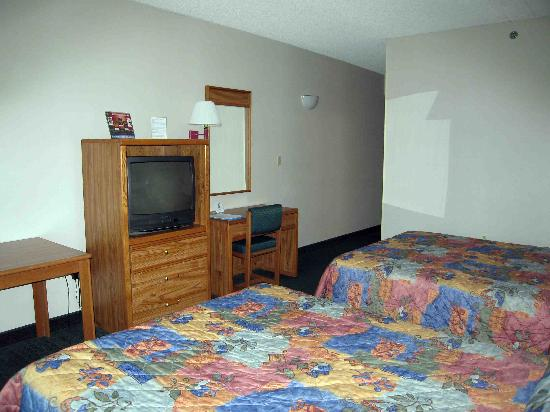 Best Western Airport Inn & Suites Cleveland: Room 328, facing Snow Road