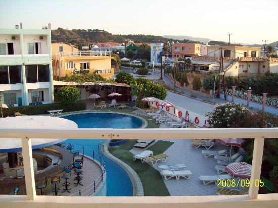 Bayside Hotel Katsaras: Pool view at Bayside.