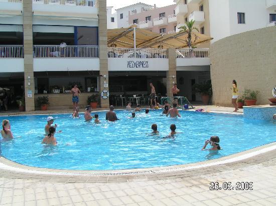 St. George Gardens Hotel Suites : Pool