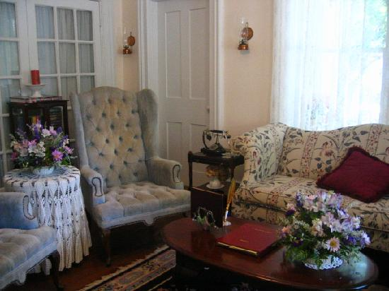 Ashley's Island House: parlor