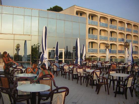 Hotel Laguna Gran Vista: Bar Area - Outside