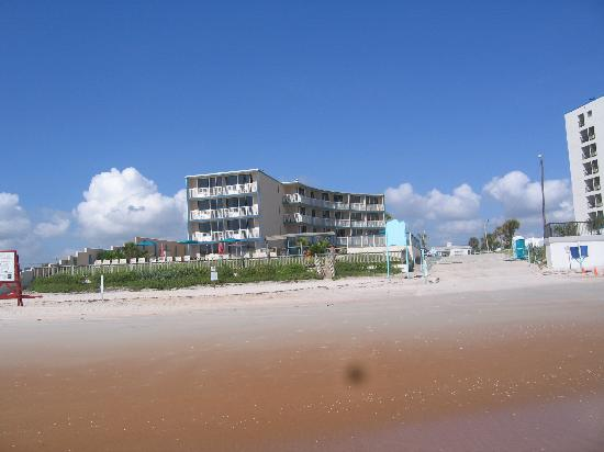 Cove Motel Oceanfront: view from the beach