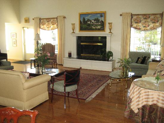 Summerwood Winery & Inn: Main room