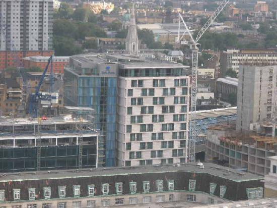 "Park Plaza County Hall London: Das Park Plaza aus dem ""London Eye""."