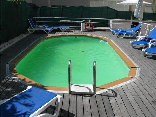 Dirty swimming pool picture of amazonia lisboa hotel lisbon tripadvisor for Lisbon boutique hotel swimming pool