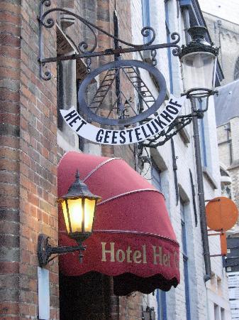 Hotel Het Gheestelic Hof: Bonitos ,cuidados y típicos detalles de la arquitectura típica de Flandes.