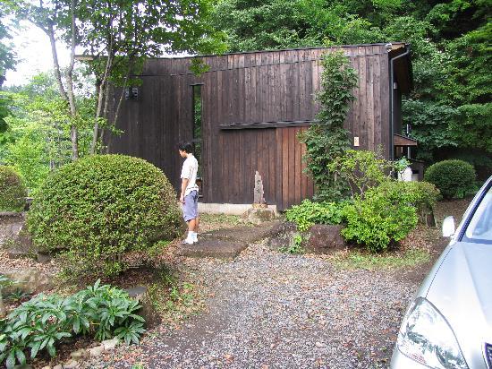 Hoshi Miru Ie: 入り口前の庭