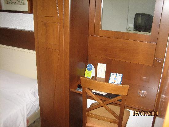 Pasarela Hotel: Room # 311. Desk/Mirror. August 2008.