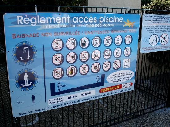 Les Jardins de Fontanille : Le règlement de la piscine: très fourni!!!