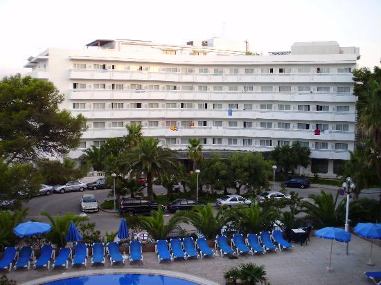 Hotel Best Negresco : hotel across the road