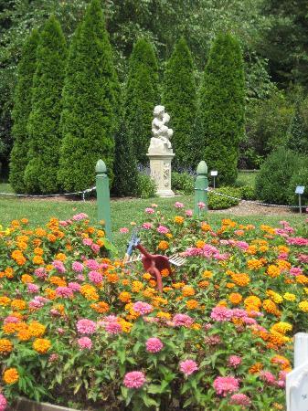 River Farm : Statue