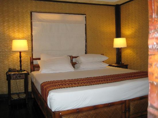 El Nido Resorts Miniloc Island: Miniloc garden cottage, king-sized bed