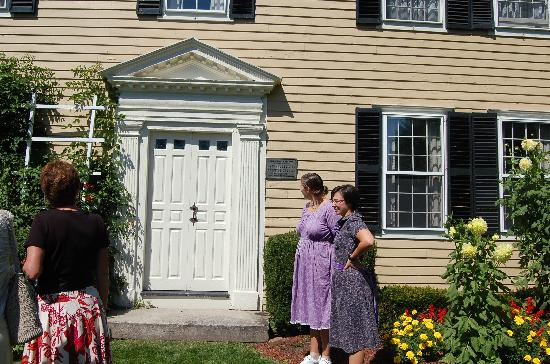 West Brookfield, MA: Salem family at Salem Cross Inn