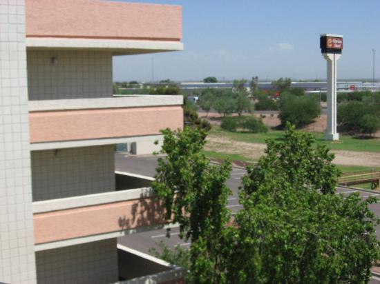 Clarion Hotel Phoenix-Chandler: View looking northwest out across the interstate (10)