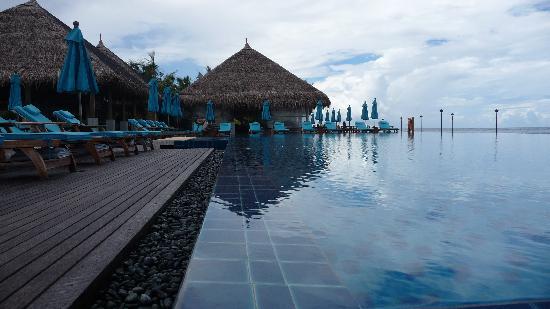 Anantara Veli Maldives Resort: the pool on our island
