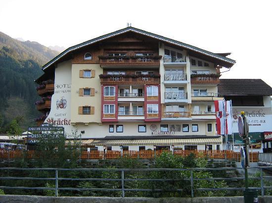 Hotel Gasthof Brücke: Front of Gasthof Brucke, Mayrhofen