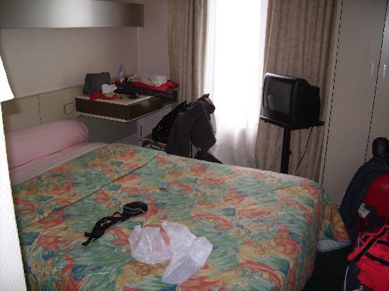 Super Hotel: La piccola camera