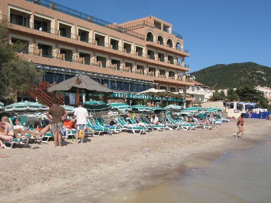 hotel from beach photo de hotel ibersol cavaliere sur plage le lavandou tripadvisor. Black Bedroom Furniture Sets. Home Design Ideas