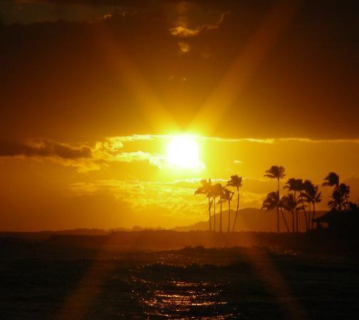 Lawai Beach Resort : sunset from beach house restaurant