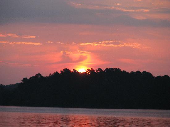 DeGray Lake Resort State Lodge : Morning Sunrise on Degray Lake