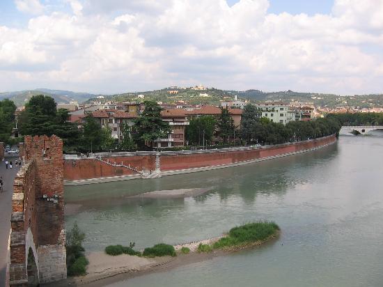 Museo di Castelvecchio: View from Castelvecchio bridge