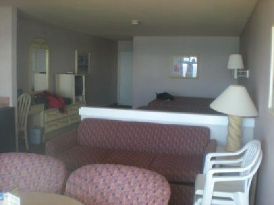 Hallmark Resort : Two Queen Deluxe Room