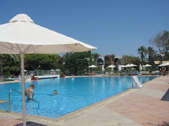 Caravia Beach Hotel: piscine principale