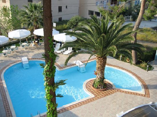 Tolon Holidays Hotel: espace piscine