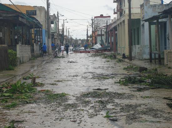 Banes, Куба: Cardenas Avenue post Ike
