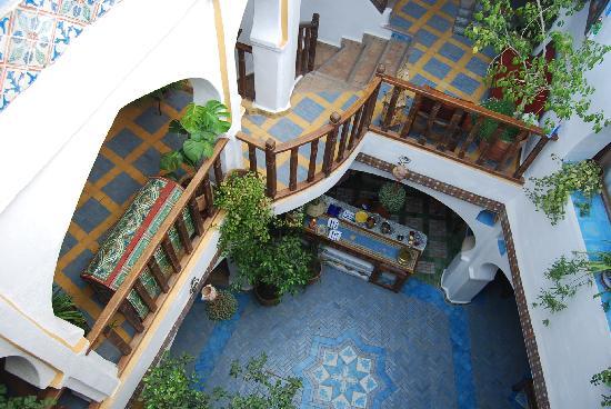 Dar Meziana: Vista del patio central desde la terraza