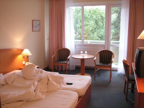Orea Hotel Voronez II: Habitación 202, con balcón.