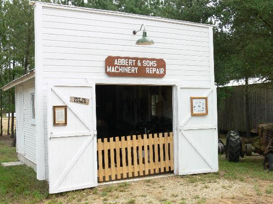 Michigan Flywheelers Museum : Abbert and Sons Farm Machinery Repair Show