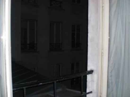 Residence Unic Renoir Saint Germain : window view