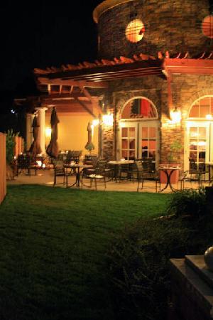 Vino Bello Resort: Siena Patio