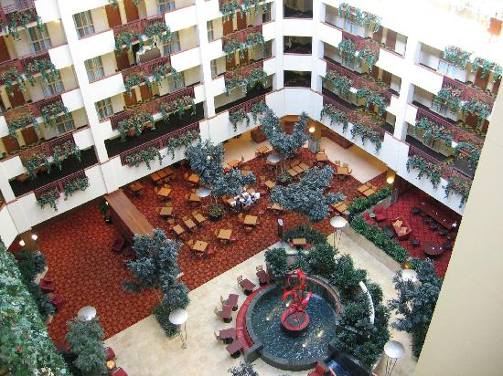Embassy Suites by Hilton Northwest Arkansas: Lobby