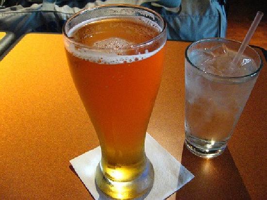 Kona Brewing Company: 大きい方のビールです