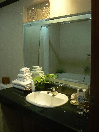Hotel Vila Lumbung: Our bathroom