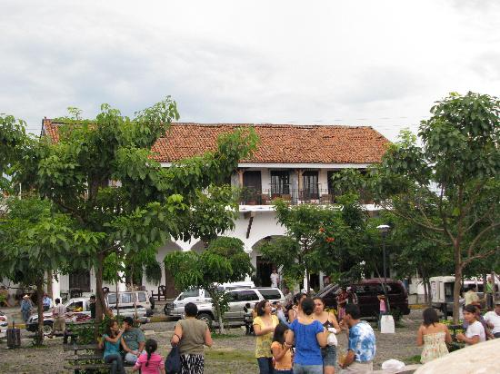 Courtyard by Marriott San Salvador: Suchitoto main square