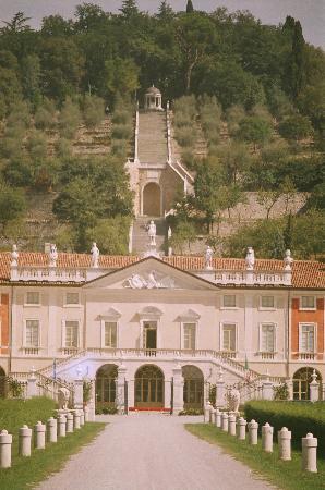 Villa Fenaroli Palace Hotel : Vista frontale di Villa Fenaroli
