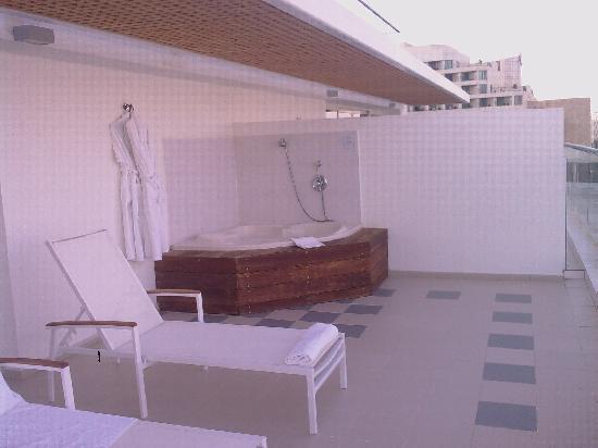 Isrotel Dead Sea Hotel & Spa : Balcony + Jacuzzi room 425