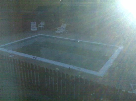 "Crossland Economy Studios - Louisville - St. Matthews: The ""Pool"" area - Wanna Swim in this?"