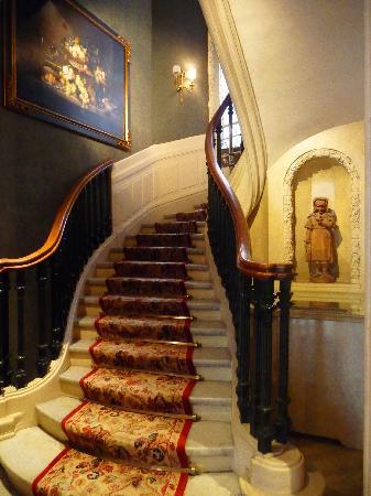 Hotel San Regis: Lobby Staircase